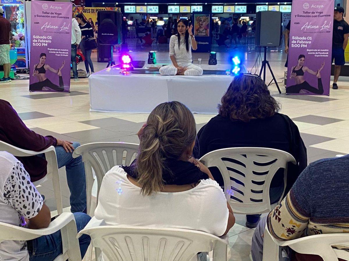 Se presenta con éxito en Plaza Acaya Adriana Leal