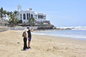 Pese a emergencia sanitaria, Mazatlán no cerrará sus playas